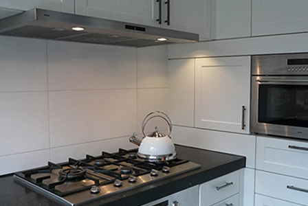 Keuken Achterwand Ideeen : Grote tegels achterwand keuken