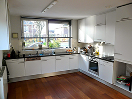 ... strakke keukenplinten maken moderne led keukenverlichting aanbrengen